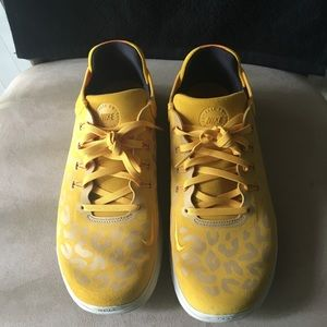 PRE-LOVED AUTHENTIC NIKE 🐆 YELLOW/GRAY SNEAKERS